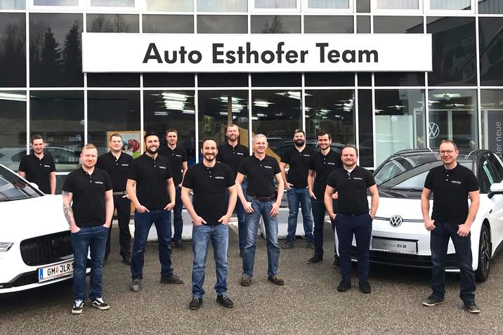 12 Meister beim Auto Esthofer Team, Ohlsdorf